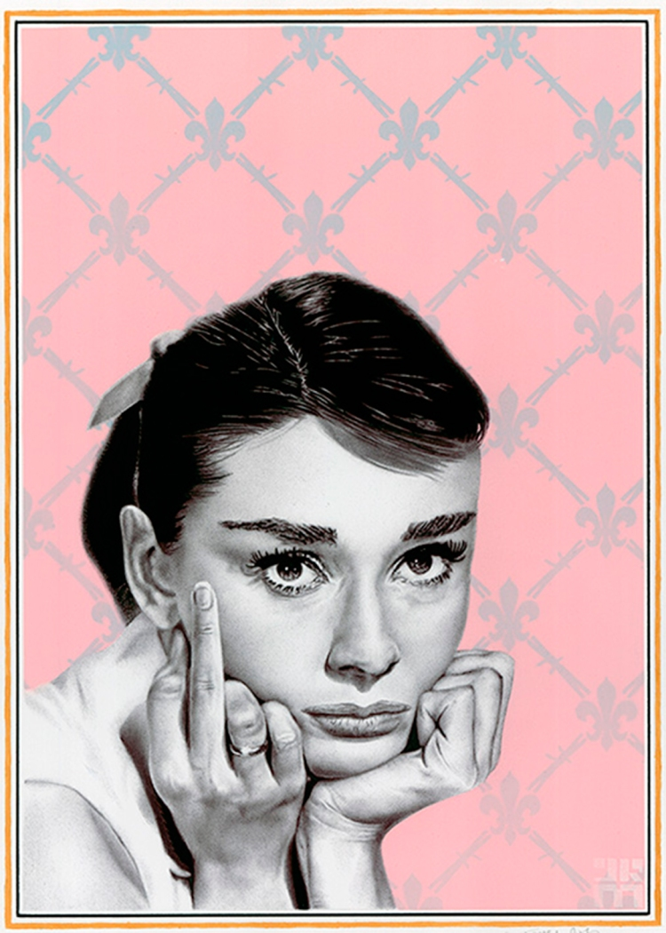 Audrey_Hepburn_Flipping_the_bird-swears