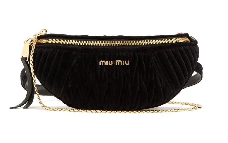 MIU MIU Bolsa con cinturón de terciopelo en contraste